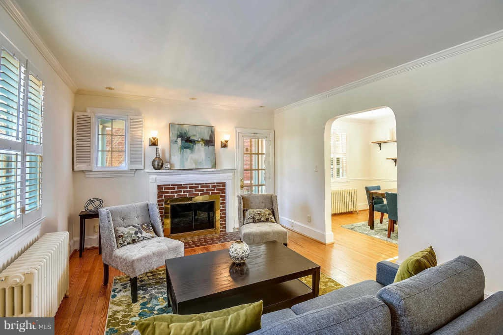 This gorgeous, modern 3BR 2 BA colonial single family home has just hit the market for sale and is located at 610 West View Terrace in the George Washington Park neighborhood of Alexandria, Virginia.