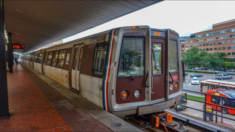 Metro GM tells Virginia and Maryland's Senators that WMATA is losing, on average, $400,000 each weekday during the government shutdown.