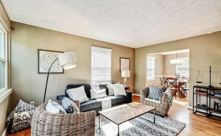 Check out this gorgeous 3 BR 2 BA townhouse has recently hit the market for sale at 517A E. Howell Street in the Del Ray neighborhood of Alexandria, Virginia. Check out the photos!
