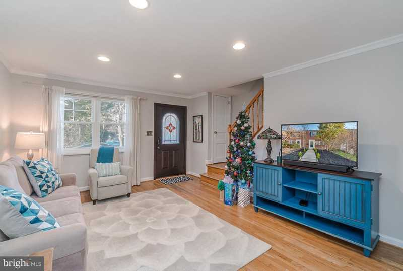 Check out this gorgeous 2 BR 2 BA townhome that was just listed on the market this week for sale in the Rosemont neighborhood of Alexandria, Virginia at 45 Mount Vernon Avenue.