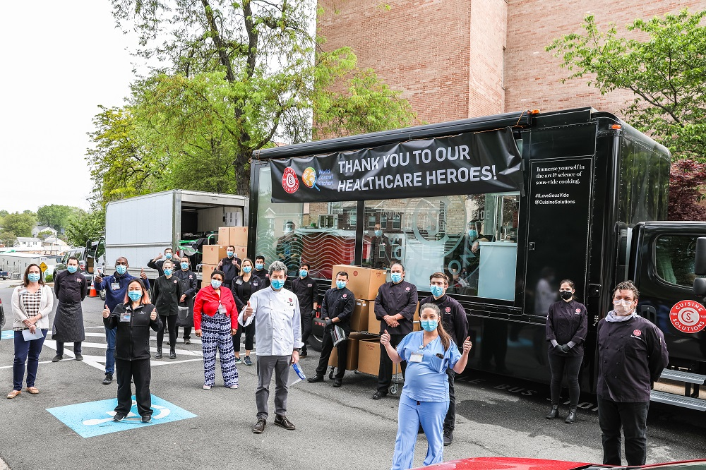 On Thursday, May 21,theSterling,Virginia-basedCuisine Solutionsdonated & served 2,400 lunchmealstofrontline healthcare workers atVirginiaHospitalCenter(VHC) to show appreciation for the hard work and sacrifices they are making to serve the community during COVID-19.