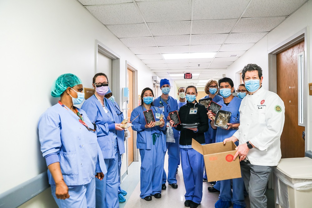 On Thursday, May 21,theSterling,Virginia-basedCuisine Solutionsdonated & served 2,400 lunchmealstofrontline healthcare workers atVirginiaHospitalCenter(VHC)to show appreciation forthehard work and sacrificesthey are makingtoservethecommunity during COVID-19.