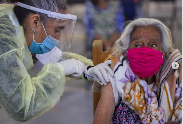 Tingambato vacunación anticovid adultos mayores