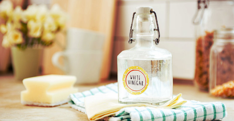 Cleaning Hacks: 3 ways to use vinegar to clean your home!