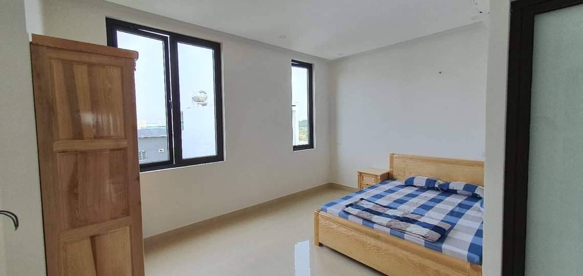 11 BEDROOM HOUSE FOR RENT