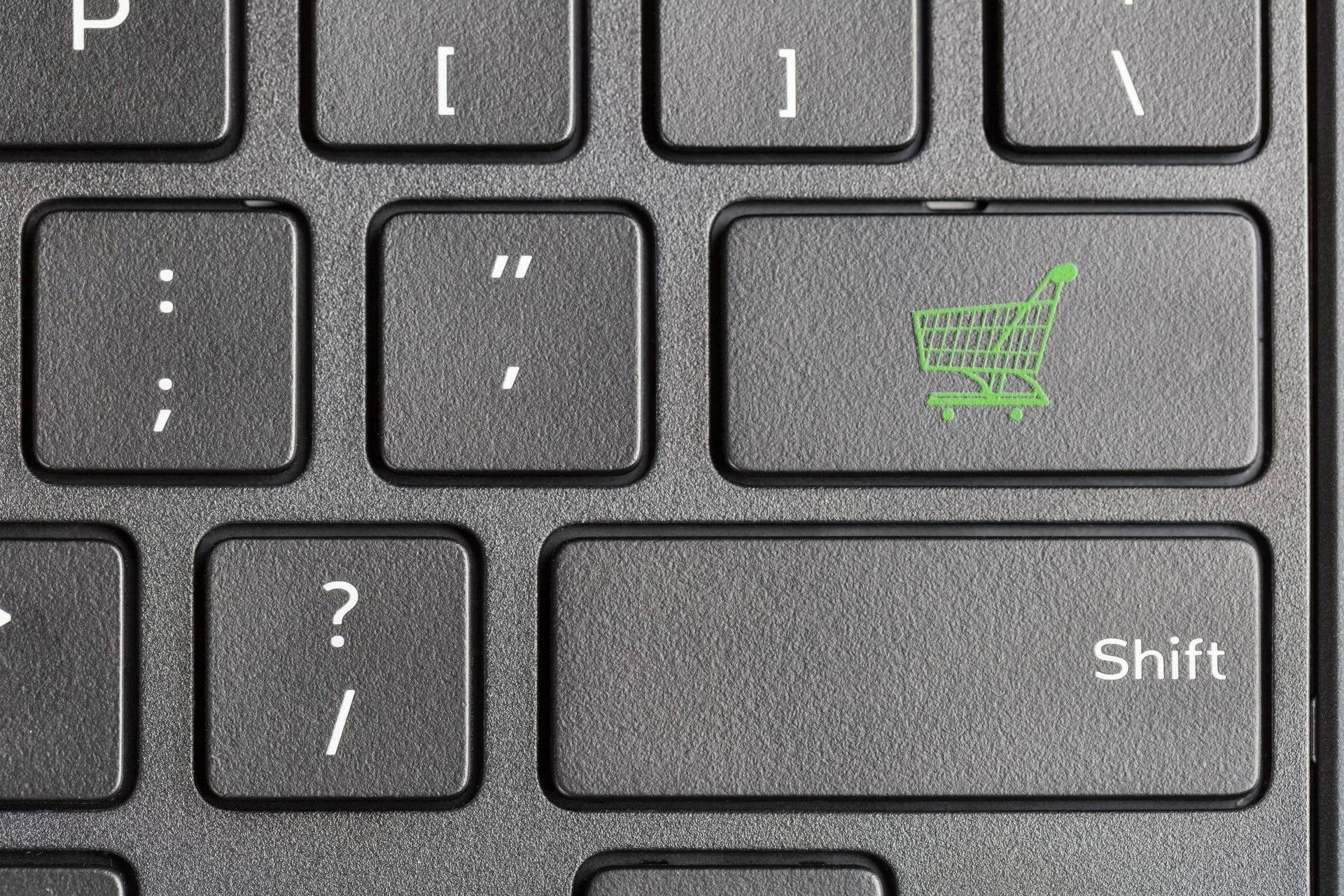 shopping-cart-icon-on-computer-keyboard-PKRKWB6-min