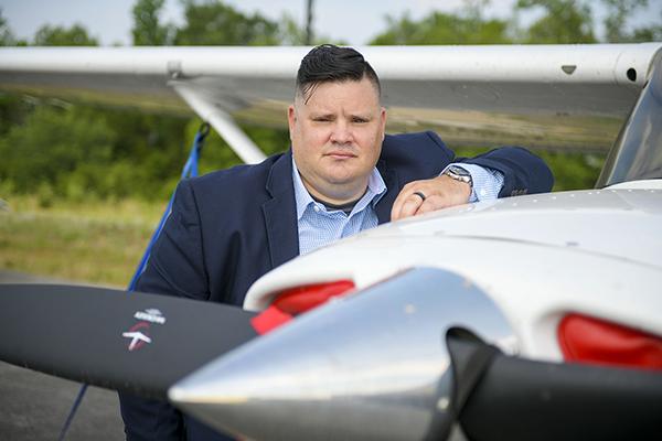 Veteran Gives Wings to Aspiring Pilots
