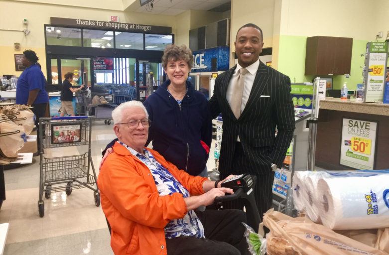 National Random Acts of Kindness Day: ABC13's Chauncy and Mayra spread joy