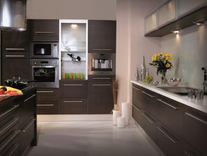 Cuisine-avec-de-nombreux-meubles-de-rangement-marron-thumb-3447-710-533