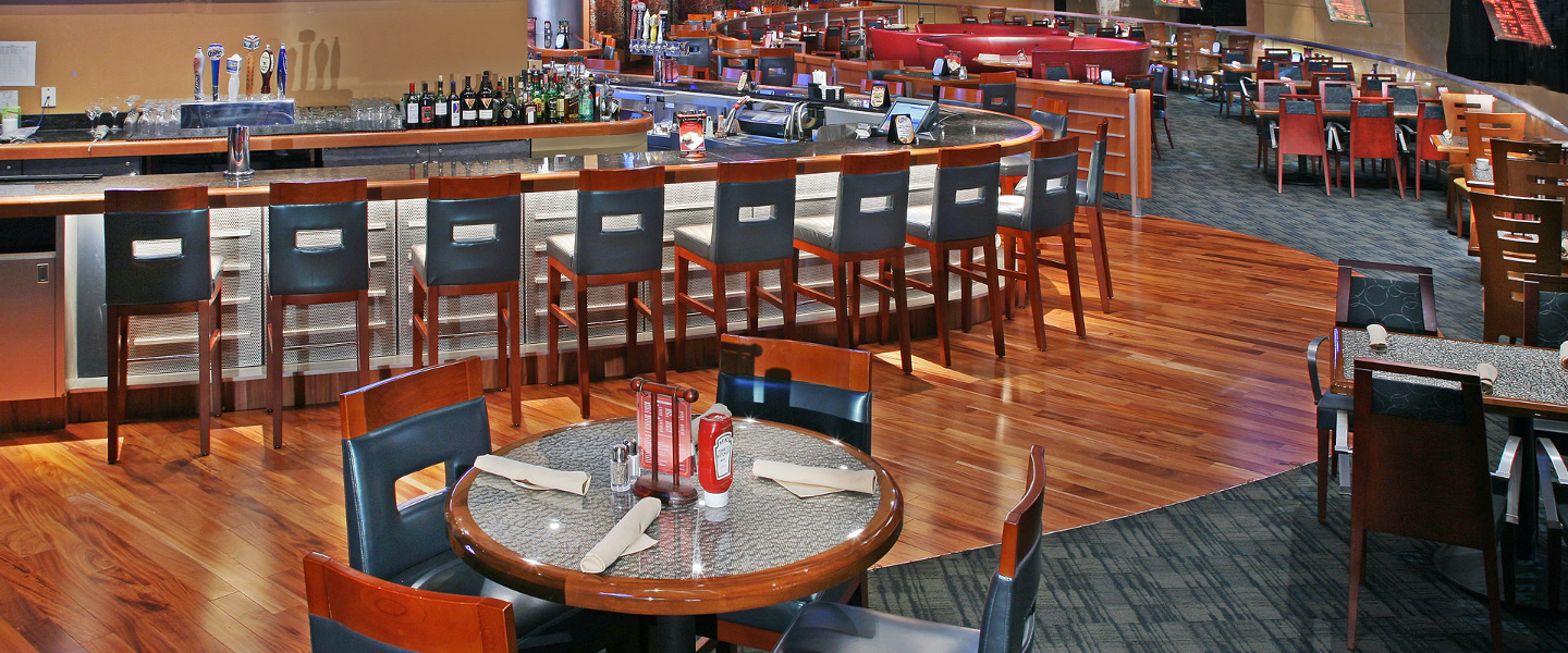 dining area in Hollywood Casino
