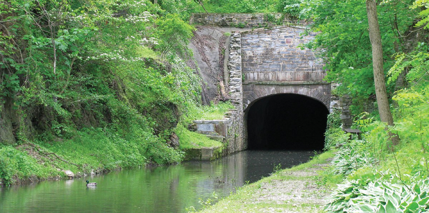 Union Canal entering tunnel