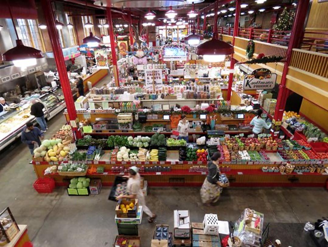 overview of farmer's market in Lebanon, PA
