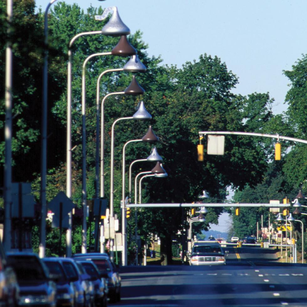 Street Scene in Hershey with street lights shaped like Hershey Kisses