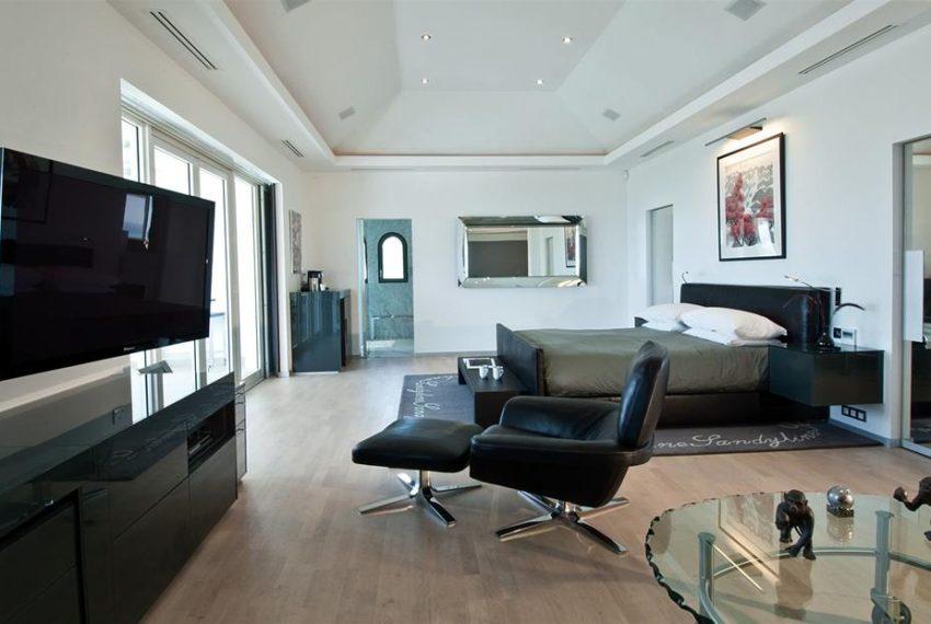 sandyline-master-bedroom.jpg.1024x0