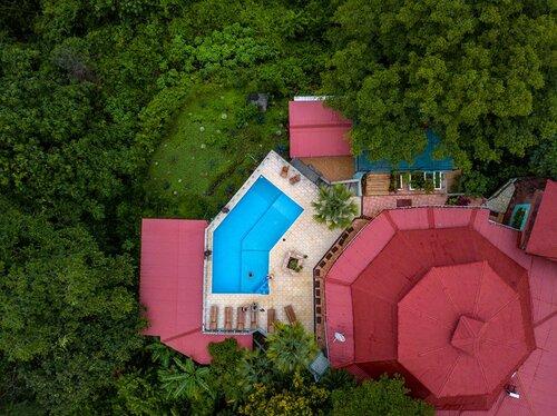 aerial+close+up+pool+@jtsuhar