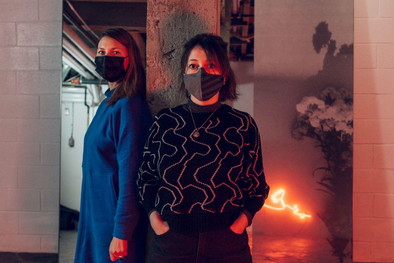 Celia Perrin Sidarous et Marie-Michelle Deschamps dans Le Devoir