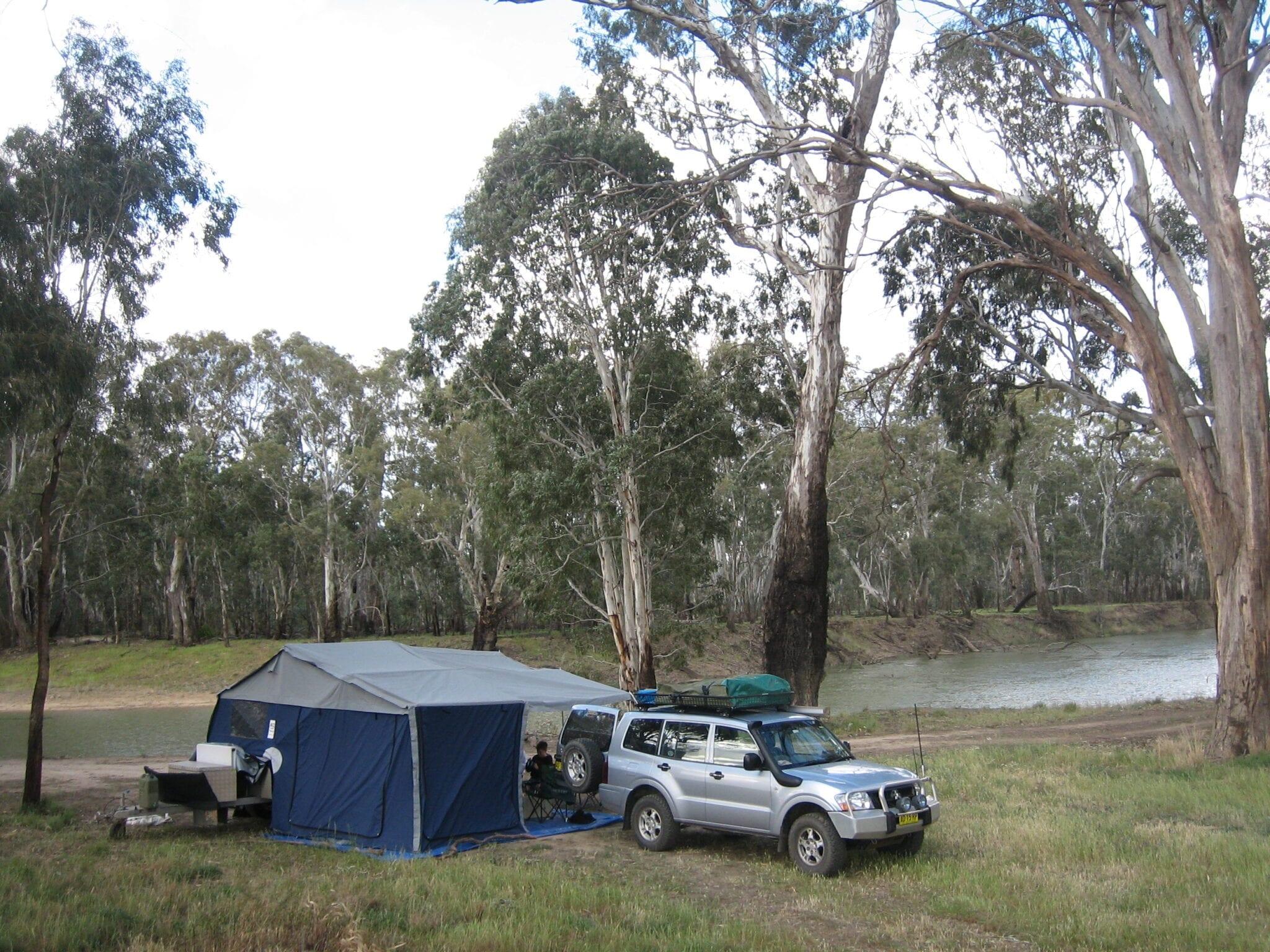 Camping Birdcage Reserve Murrumbidgee River New South Wales Australia