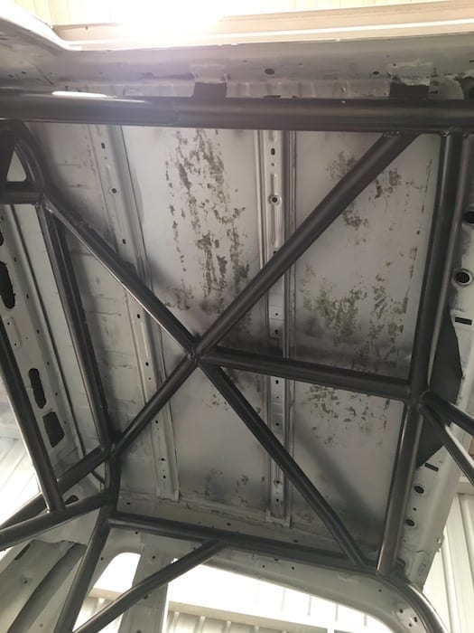 Details of the roll cage under the roof