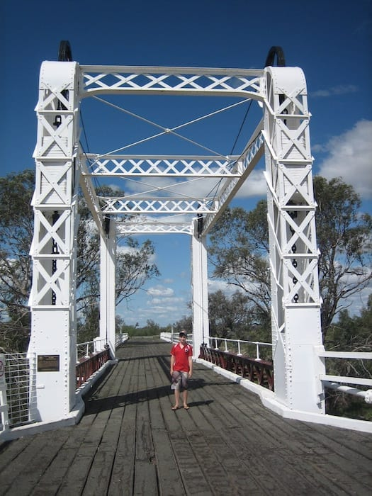 The opening section of Old Bourke Bridge.