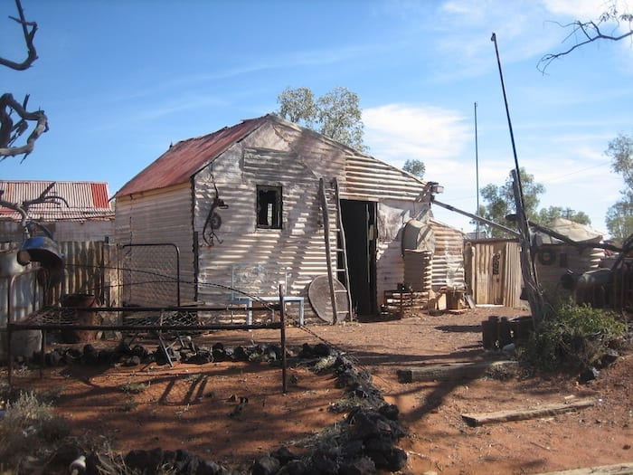 Corrugated iron shack at Gwalia. Golden Quest Discovery Trail.