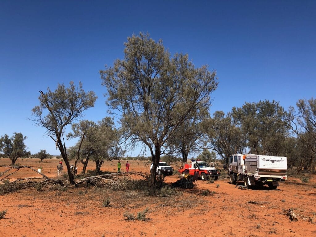 Ambos and local Rural Fire Service people at a start control during the Sunraysia Safari.