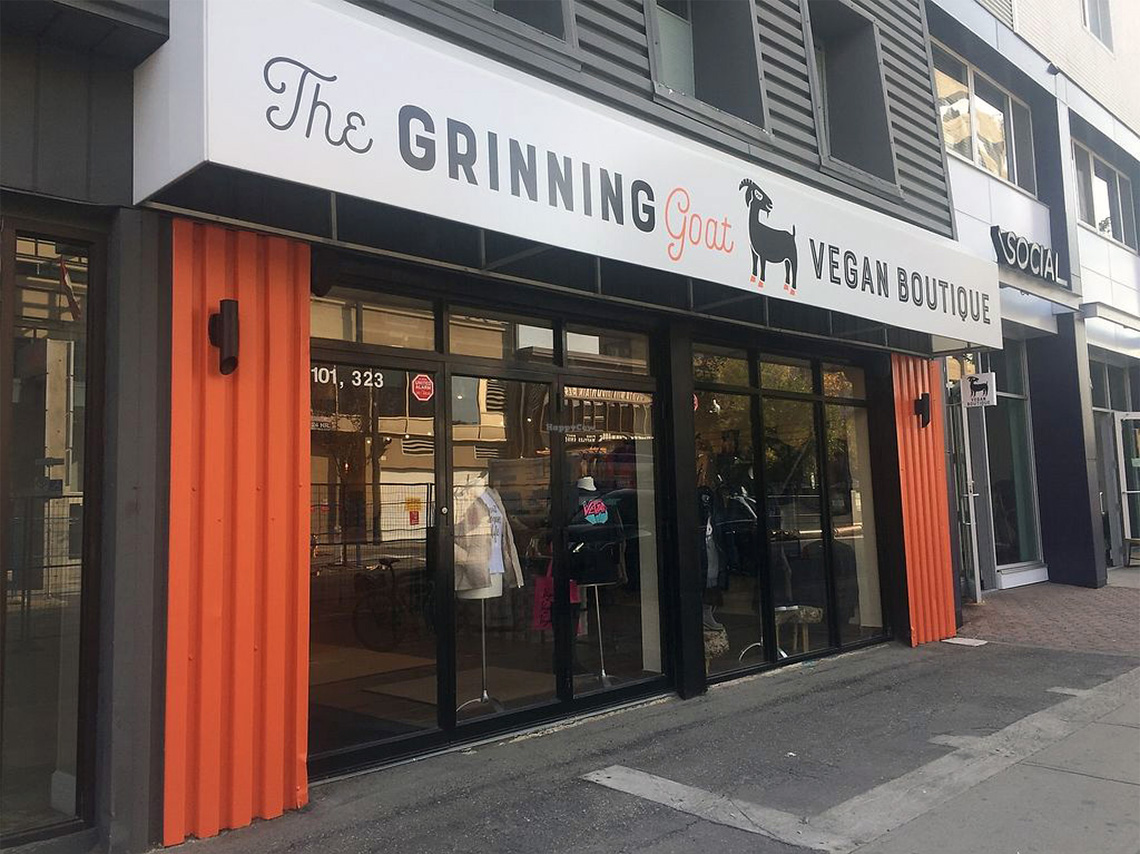 the grinning goat store signage design