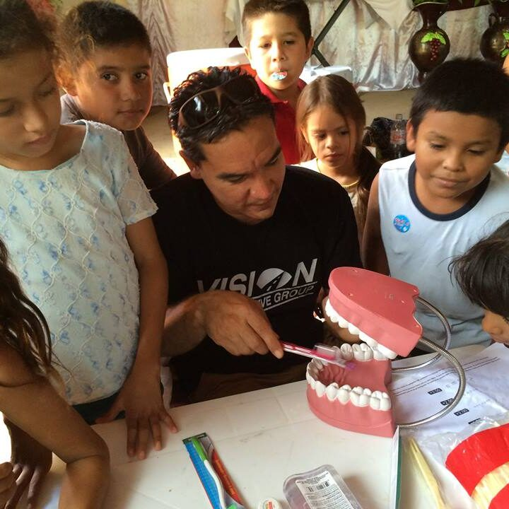 masachapa-2016-miguel-teaching-dental-hygiene-2