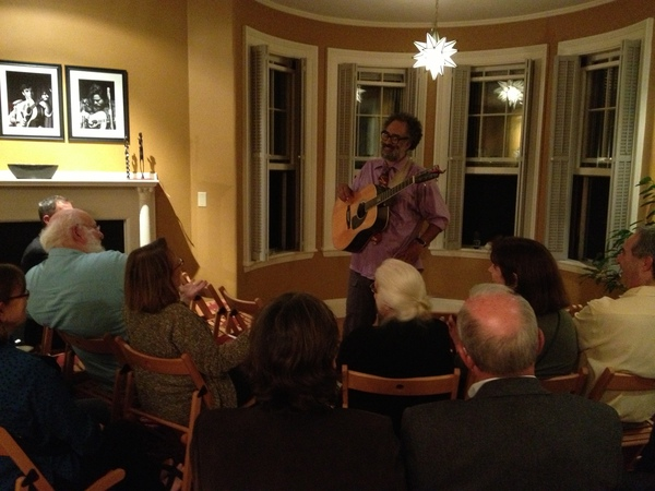 Vance Gilbert performs at a private FNE program in Brookline. Photo (c) Melissa Totten.