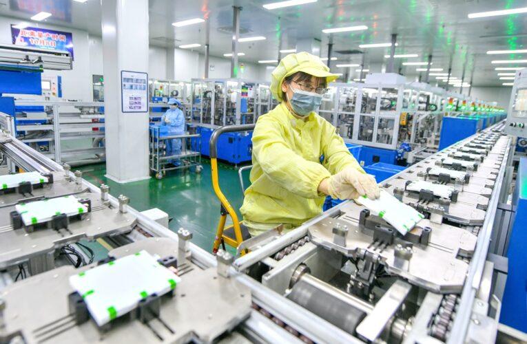 Los gigantes chinos del litio buscan proyectos en el extranjero, pero enfrentan incertidumbres