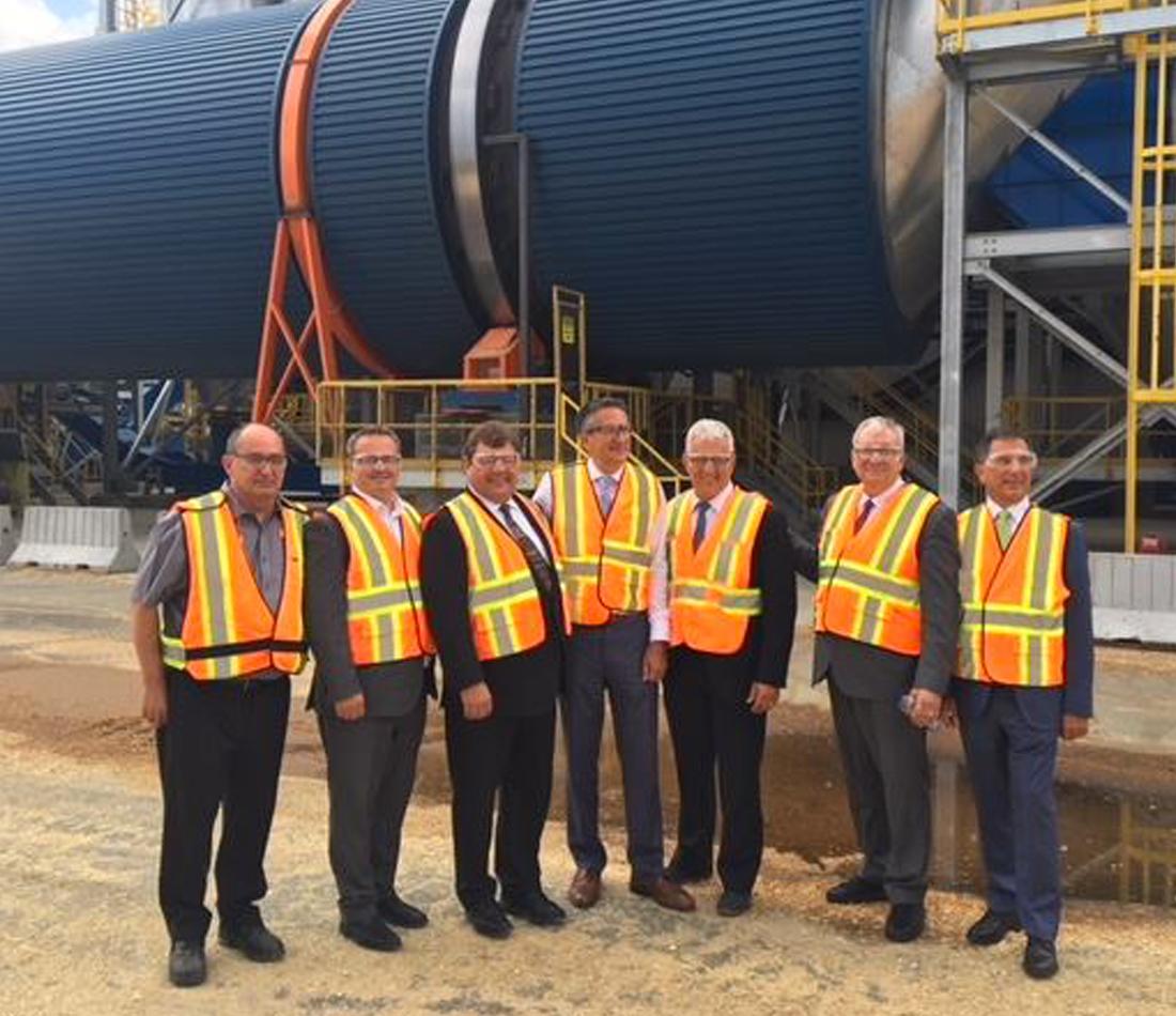 Investissement de 38,5 millions de dollars dans la région de l'Abitibi-Témiscamingue - Les gouvernements du Québec et du Canada appuient l'essor d'Uniboard Canada à Val-d'Or