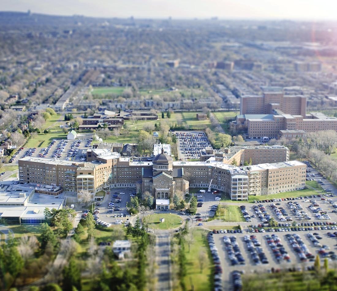 Hôpital du Sacré-Cœur de Montréal Par Marie.eve.cantin - Own work, CC BY-SA 4.0, https://commons.wikimedia.org/w/index.php?curid=36214095