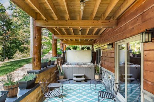 Lower porch and hot tub