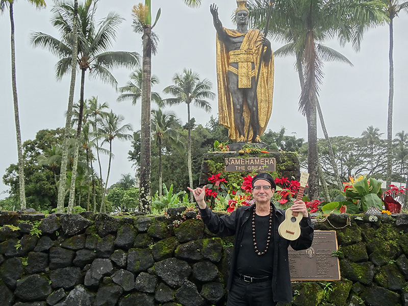 Peter wtih King Kamehameha