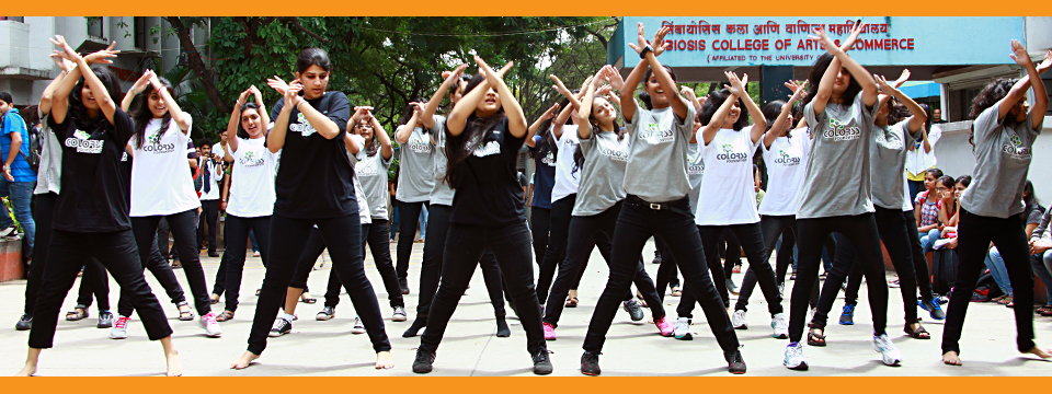 girls flashmob dance