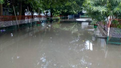 मूसलाधार बारिश से झील में तब्दील हुआ आरा सदर अस्पताल