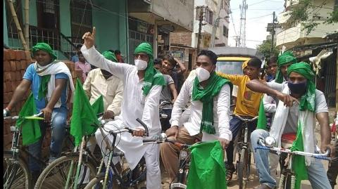 पेट्रोल-डीजल मूल्यवृद्धि के खिलाफ राजद ने किया साईकिल मार्च