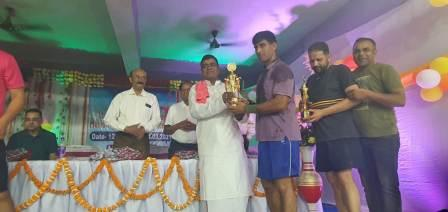 Ara Badminton winner