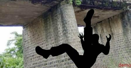 Bhadsara Bridge - man