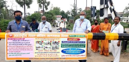 Danapur Rail division-international level crossing gate day