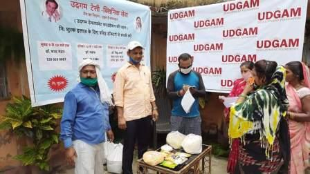 Dr. Kumari Soni distributed ration material to the poor