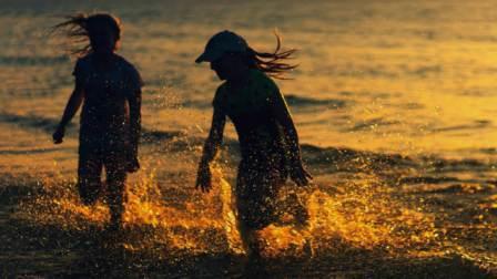Katar Girls-girls in deep water while taking bath