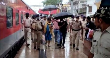 Bhojpur new SP Vinay Tiwari reached Arrah by train - took over