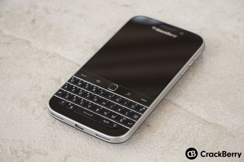 BlackBerry-Classic-Device-Right-Angle
