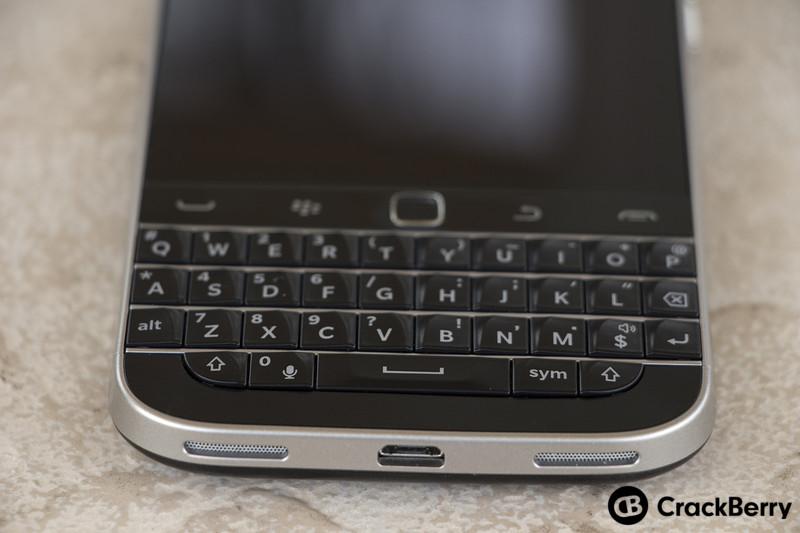 BlackBerry-Classic-Device-USB-Plug