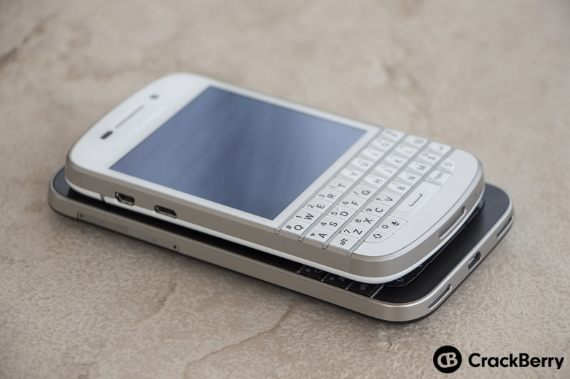 BlackBerry-Q10-BlackBerry-Classic-Devices-Stacked-Left