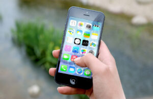 the role of smartphones in improving how e-commerce is done