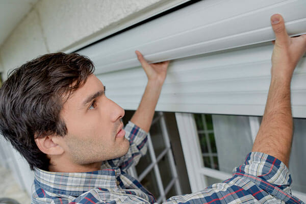 The Benefits of Using Blinds in the Summer