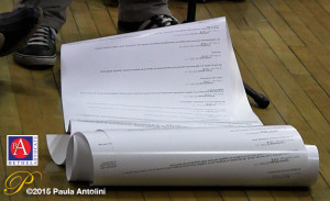 BA6_grabanjellorolledpaperclose