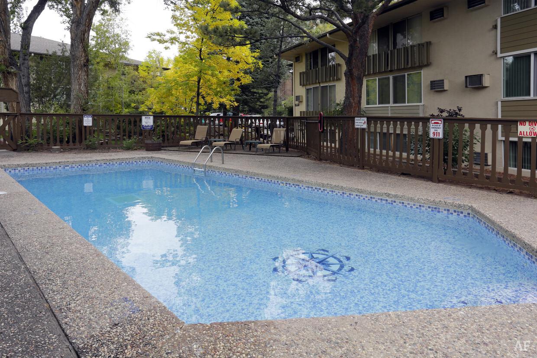 Oakridge on the Green Pool