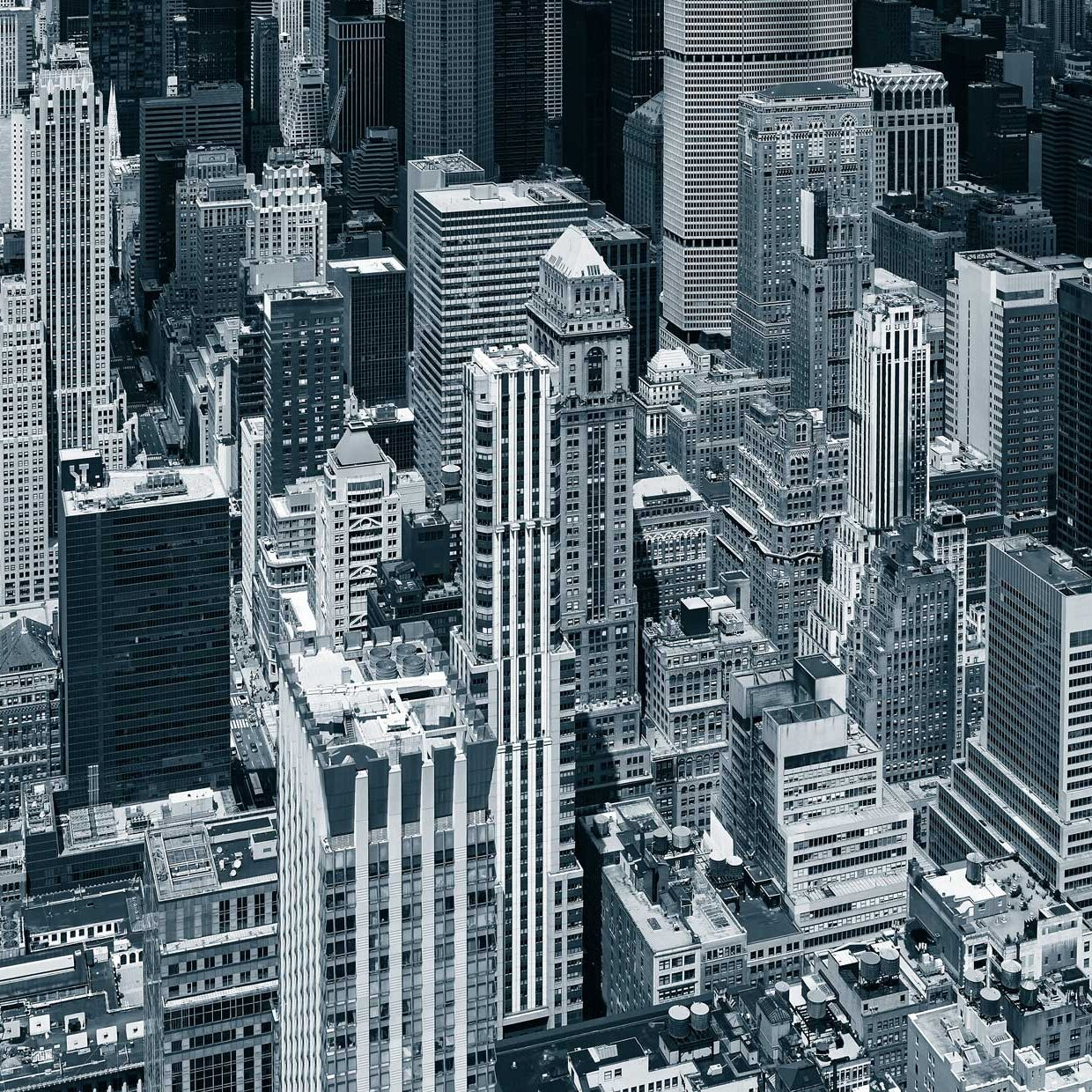 black-and-white-aerial-picture-of-manhattan-skyscrapers